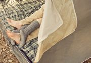 De ce e bine sa dormi cu sosete? Este un obicei extrem de sanatos care te ajuta sa adormi mult mai repede