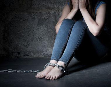 O eleva a fost rapita chiar de pe holul scolii in care invata de catre trei colegi....