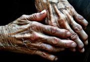 Batrana de 83 de ani din Buzau, data afara din casa de fiu si nora. Ea locuieste in frig, intr-un sopron de langa casa