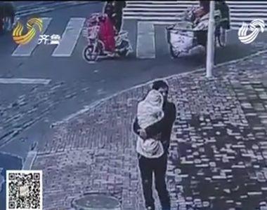 Un barbat a vrut sa isi vanda bebelusul contra sumei de 11.000 de euro pentru a-i...
