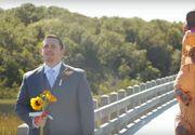 O mireasa s-a imbracat intr-un costum de dinozaur la nunta, iar reactia sotului este neasteptata
