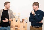Doi tineri din Suceava au cucerit lumea cu o afacere unica! Fac ceasuri de lemn si le vand in SUA si Dubai