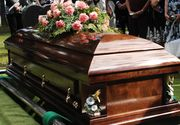 Un tanar de 17 ani s-a trezit la propria inmormantare. Medicii le-au spus parintilor sa il ia acasa pentru  ca a murit