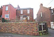 Cum arata casa scoasa la licitatie doar cu 5 lei! Proprietatea are doua dormitoare, sufragerie si terasa