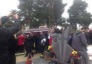 Ce se intampla in aceste momente la cimitir, acolo unde urmeaza sa fie ingropata Ileana Ciuculete - Mii de oameni asteapta sosirea cortegiului funerar