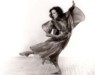 "Trisha Brown, supranumita ""marea doamna a dansului american contemporan"", a..."