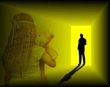 "Fetita de 3 ani, violata de un asistent medical. ""Mi-e groaza sa imi dezbrac fiica..."