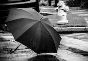 Un baietel de 7 ani s-a aruncat de la etajul zece cu o umbrela! Motivul halucinant pentru care a facut asta