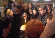 Lacrimi si durere la slujba de comemorare a Ilenei Ciuculete. Cornel Gales si mama artisei nu se pot opri din plans