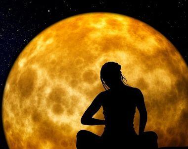 "Cum influenteaza ""Luna-Capsuna"" viata zodiilor. Fenomenul care are loc o data..."