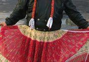 O femeie insarcinata de etnie roma din Romania a furat chitare de 6.000 de euro din Irlanda, ascunzandu-le sub fusta