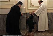 """Scene reale in timpul unei slujbe de exorcizare din Sicilia: """"Te blestem, Satana! Te alung din viata mea"""" - Un preot de 80 de ani scoate spiritele rele din oameni"""