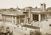 Istoria Garii de Nord din Bucuresti. A fost construita din ordinul Regelui Carol, a supravietuit bombardamentelor, iar Ceausescu si-a dorit sa o darame. Nimeni nu iti va spune povestile astea
