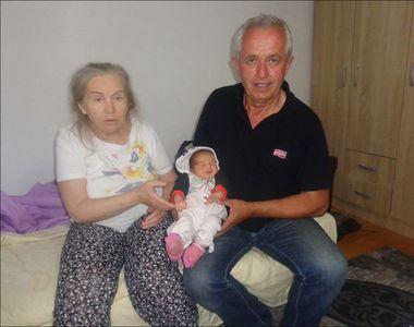 La 60 de ani si-a vazut visul implinit. A adus pe lume o fetita, Alina, dar sotul ei...