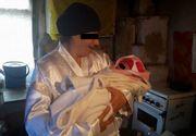 Drama sfasietoare a unei mame cu epilepsie si probleme psihice din Prahova. Femeia isi creste bebelusul intr-un sopron, in conditii greu de imaginat