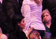 Politiciana Lavinia Sandru si-a dus fiica la un eveniment monden. O vezi rar intr-o astfel de postura.