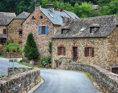 Un barbat a cumparat un sat din Germania cu doar 140.000 euro!