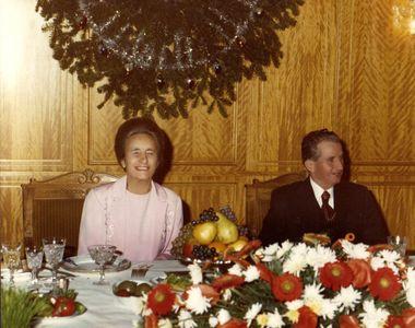 Cu ce bunatati se delecta Nicolae Ceausescu la masa de Revelion! Nea Nicu era mort dupa...