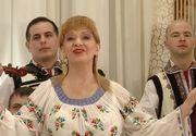 Fostul sot al Ilenei Ciuculete a tinut doliu de Sarbatori pentru cantareata de muzica populara! Toata familia Sfetcu s-a imbracat in negru langa bradul de Craciun! FOTO