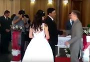 O mireasă, umilită în ziua nunţii!  S-a auzit perfect cum fac sex, iar imaginile surprinse au devenit virale