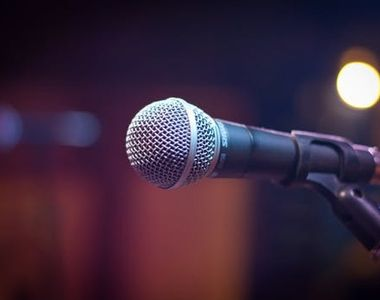 Un cantaret care voia sa filmeze un videoclip pe plaja din Constanta  a fost amendat cu...
