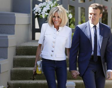 Cum arata Prima Doamna a Frantei in costum de baie! Imagini unice cu Brigitte Macron la...