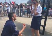 Cea mai frumoasa surpriza de la BIAS 2018! O angajata a Fortelor Aeriene Romane a fost ceruta in casatorie in mijlocul multimii
