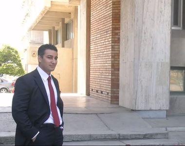 Noul consilier al Vioricai Dancila are o manea dedicata lui! Ilie Mario Rafael este...