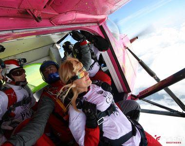 """Elena Udrea a zburat cu paraşuta pentru a impresiona electoratul: """"Acceptă orice..."""
