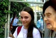 Câţi ani are de fapt Eliza Iliescu, deşi e elevă de liceu? Fata celei mai bătrâne mame a fost mereu cea mai mică de înălţime de la ea din clasă