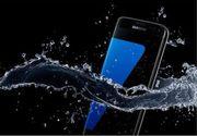 """Samsung Galaxy S7 a picat testul de """"rezistenta la apa"""". Ce s-a intamplat cu telefonul dupa ce a fost tinut jumatate de ora in apa"""