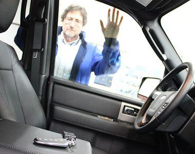 Cum deschizi usa la masina daca ai uitat cheile inauntru? Trucul care te scoate din...