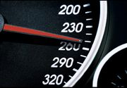 Politistii au amendat, in ultimele patru zile, 27 de soferi care circulau cu peste 180 de kilometri la ora. Cea mai mare viteza - 214 kilometri la ora