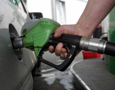 Cum se fura de la pompele din Romania cand angajatul benzinariei se ofera sa il ajute...