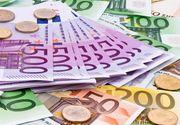 Euro coboară uşor spre 4,53 lei, pe fondul calmării temerilor privind un eventual Brexit