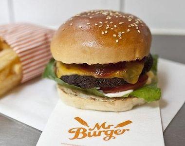 Restaurantul care ofera burgeri gratis pe viata! Trebuie doar sa iti schimbi numele...