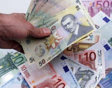 Euro a ajuns la minimul istoric al acestui an