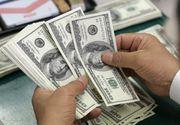 Dolarul scade puternic, din cauza ascensiunii lui Trump în sondaje