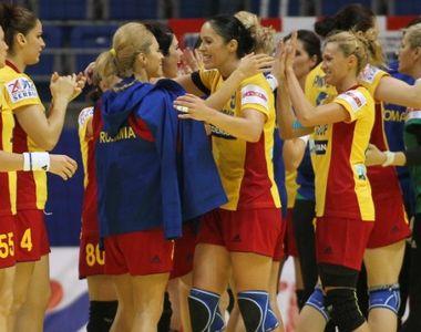 Echipa feminina de handbal a Romaniei, medaliata cu argint la Campionatul Mondial...