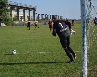 Cam la nivelul asta a ajuns fotbalul romanesc. Un club de fotbal are legitimat un...