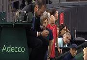 VIDEO: Un arbitru de la Cupa Davis a ajuns la spital, dupa ce un jucator l-a pocnit cu mingea in ochi