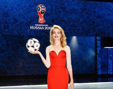 Un superb fotomodel rus va aduce trofeul Cupei Mondiale! Natalia Vodianova este...