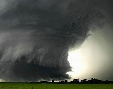 Tornadele sunt doar inceputul! Avertismentul sumbru al meteorologilor: Nimic nu va mai...
