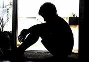 Sotia lui nastea, iar el ii viola fiul dintr-o relatie anterioara. Un profesor i-a distrus viata fiul vitreg, abuzandu-l sexual in repetate randuri