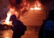 Noapte de foc în Paris! Protestatarii i-au cerut demisia președintelui Macron