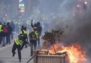 """""""Actul patru"""" al """"vestelor galbene"""", nou bilanţ: Peste 135.000 de participanţi, 1.723 de reţinuţi, filiale bancare vandalizate şi jurnalişti răniţi"""