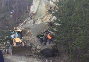 Pompierii buzoieni au reuşit deblocarea drumului care face legătura între satul Plavăţu şi mănăstirea Găvanu, după 15 explozii