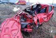 Accident grav în localitatea clujeană Jucu. O mașină a fost lovită în plin de o locomotivă. Starea victimelor