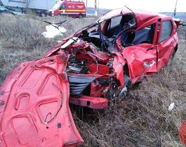 Accident grav în localitatea clujeană Jucu. O mașină a fost lovită în plin de o...