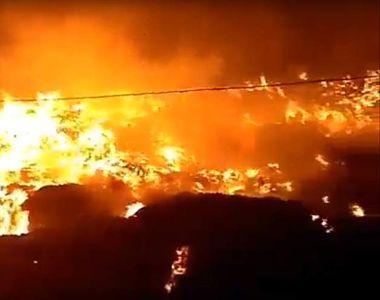 Incendiu puternic la Pata Rât. 12 persoane, dintre care 6 copii, au rămas fără adăpost